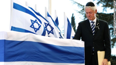 Former US president Clinton gave a moving eulogy at the ceremony on Mount Herzl.