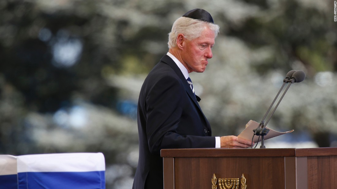 """Former U.S. President Bill Clinton spoke of his great friendship with Peres: """"He started off life as Israel's brightest student, became its best teacher, and ended up its biggest dreamer."""""""