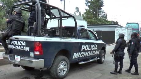 cnnee pkg rey rodriguez violencia michoacan estudiantes magisterio_00014523