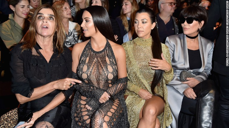 Kanye West halts show after Kim Kardashian held at gunpoint in Paris