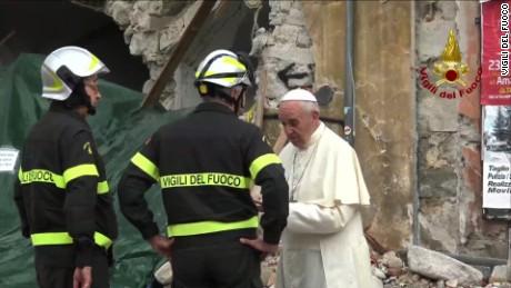 Pope visits quake survivors_00003109.jpg
