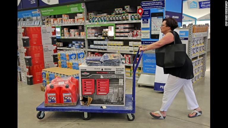 Hurricane Matthew: US evacuations begin ahead of storm