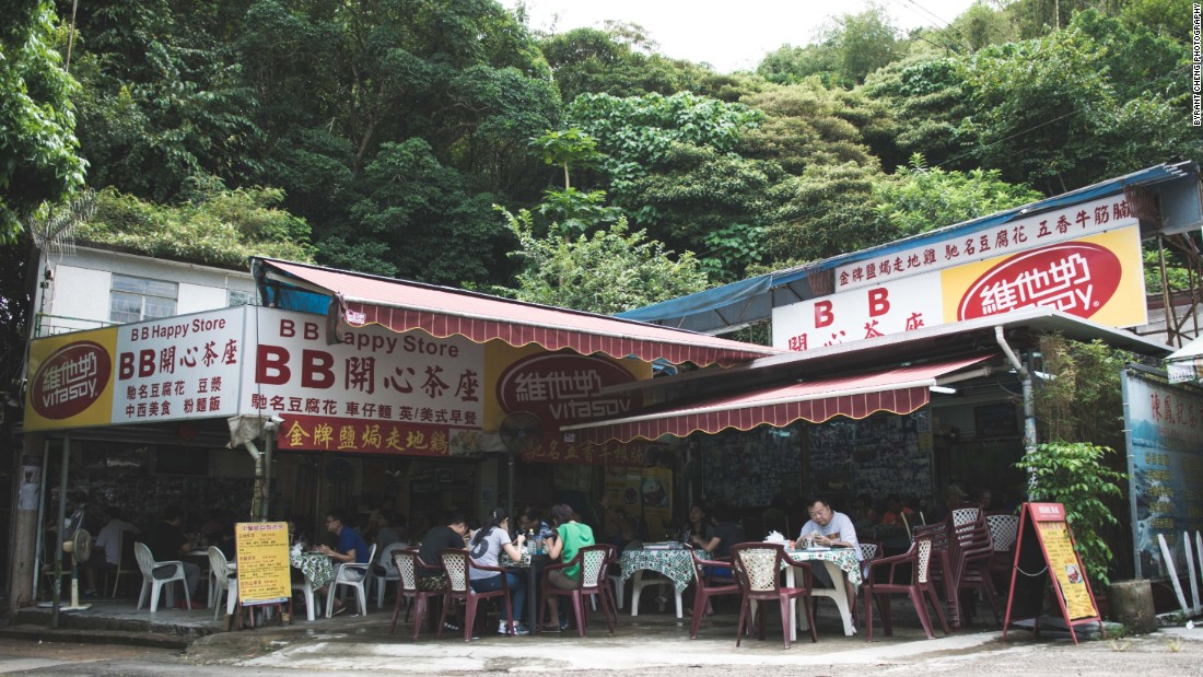 This decades-old Cantonese eatery along Luk Keng Road is a popular stop for cyclists and weekend drivers.