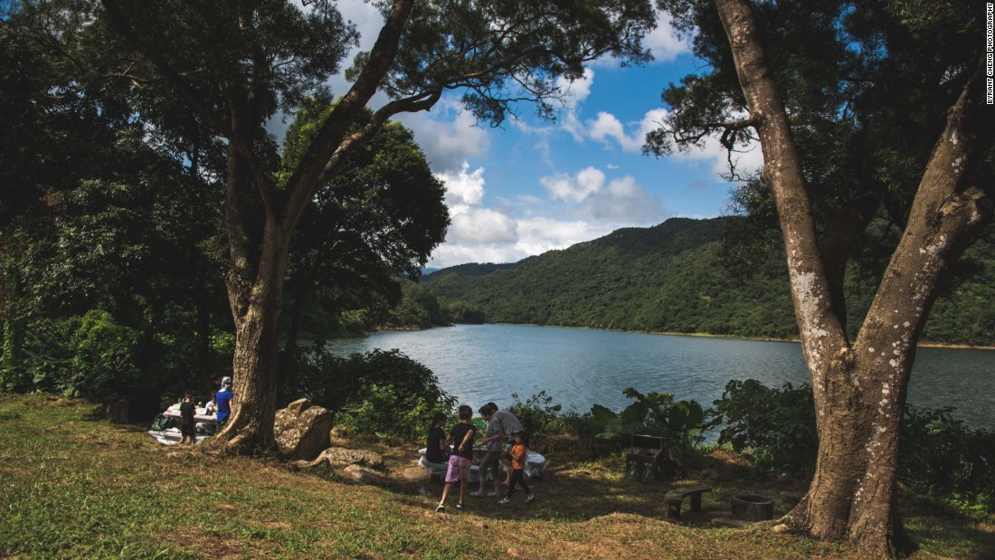 This northeastern New Territories route is linked to Tai Mei Tuk, a site just off the road that offers barbecue and picnic areas by the picturesque Plover Cove Reservoir.