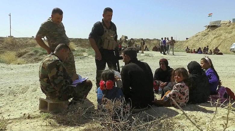 iraq hawija fleeing isis stronghold wedeman pkg_00005608