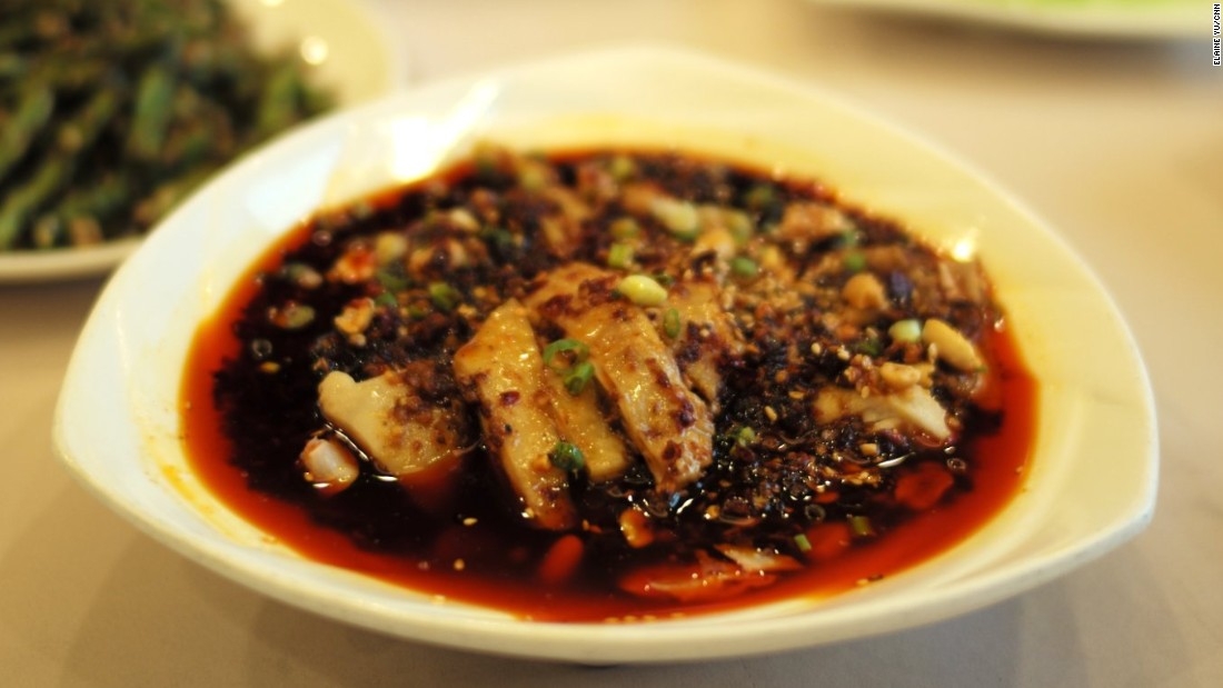 Sichuanese cold chicken dishes, made with poached chicken bathed in a spicy sauce, are simple yet sensational.