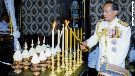 This handout photo shows Thai King Bumibhol Adulyadej lighting candles at a ceremony performed by 20 senior monks at the Grand Palace to mark Coronation day, in Bangkok, 04 May 2007.  King Bhumibol Adulyadej is the world's longest-reigning monarch. RESTRICTED TO EDITORIAL USE     AFP PHOTO/HO/ROYAL BUREAU        (Photo credit should read STR/AFP/Getty Images)