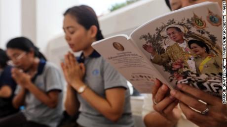 People pray during special prayers for Thai King Bhumibol Adulyadej at Wat Pathumwanaram temple on Monday, October 10, 2016 in Bangkok.