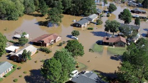 161012092652-04-north-carolina-hurricane-matthew-flooding-1010-medium-plus-169 Why has the flooding in North Carolina been so bad?