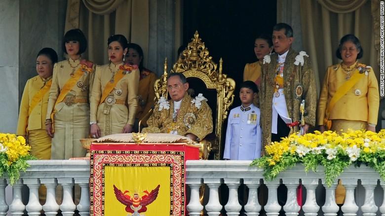 cnnee brk cafe muere el rey de tailandia _00000316