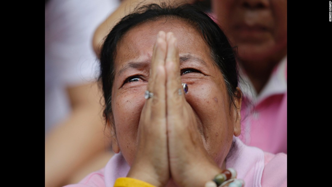 """A woman mourns for King Bhumibol Adulyadej outside the Siriraj Hospital where he was being treated in Bangkok, Thailand, on Thursday, October 13. Bhumibol, <a href=""""http://www.cnn.com/2016/10/13/asia/thai-king-bhumibol-adulyadej-obituary/index.html"""" target=""""_blank"""">who died at  age 88</a>, was the world's longest reigning monarch and a deeply respected leader who worked to unify his country's people. <a href=""""http://www.cnn.com/2016/10/12/asia/gallery/thai-king-bhumibol-adulyadej/index.html"""" target=""""_blank"""">Thailand's King Bhumibol Adulyadej: A life in pictures</a>"""