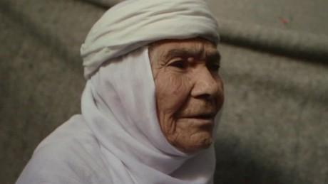 syrian refugee 115 year old eida karmi elbagir pkg_00005007.jpg