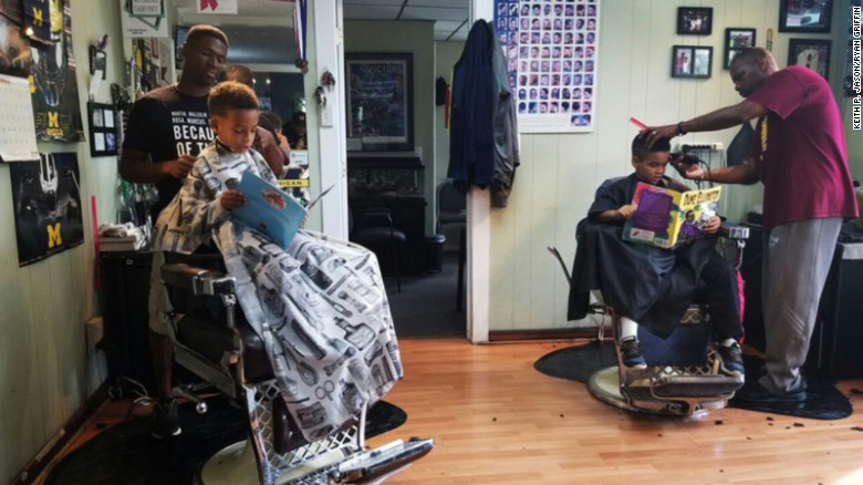 michigan-barbershop-gives-kids-a-discount-for-reading-out-loud