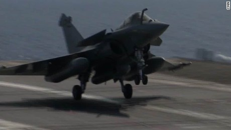 on board french aircraft carrier fighting isis_00001626