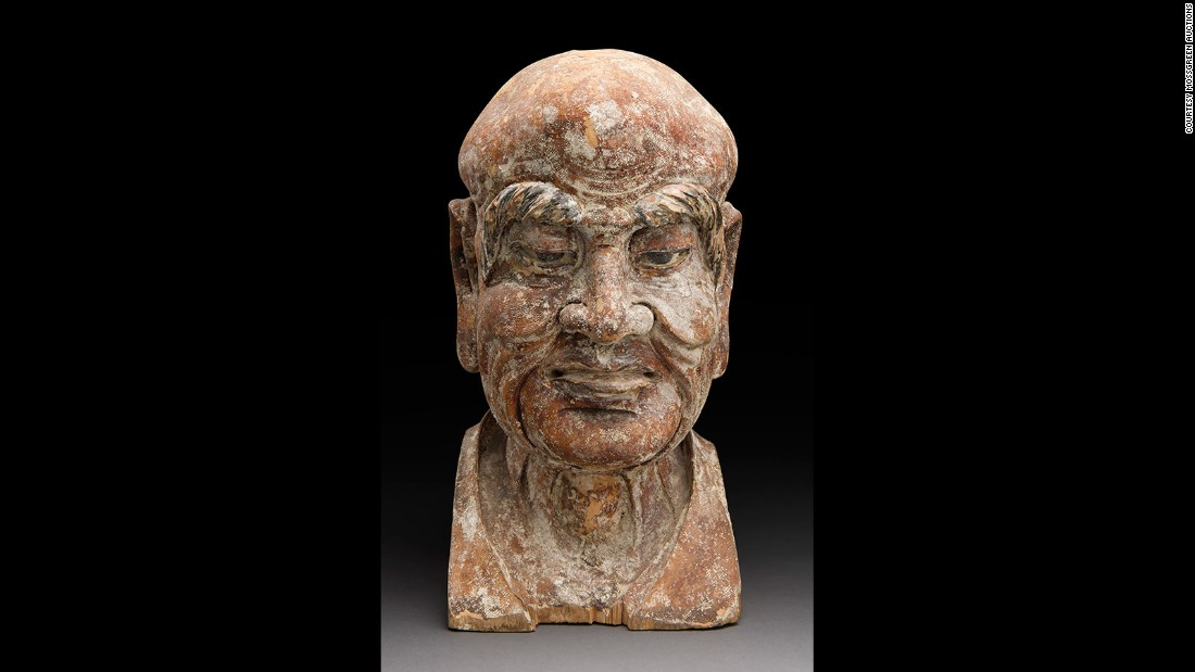After studying the banknote and carving details, art specialists were able to estimate the sculpture's age, which dates back to China's Hongwu period in the 14th century.
