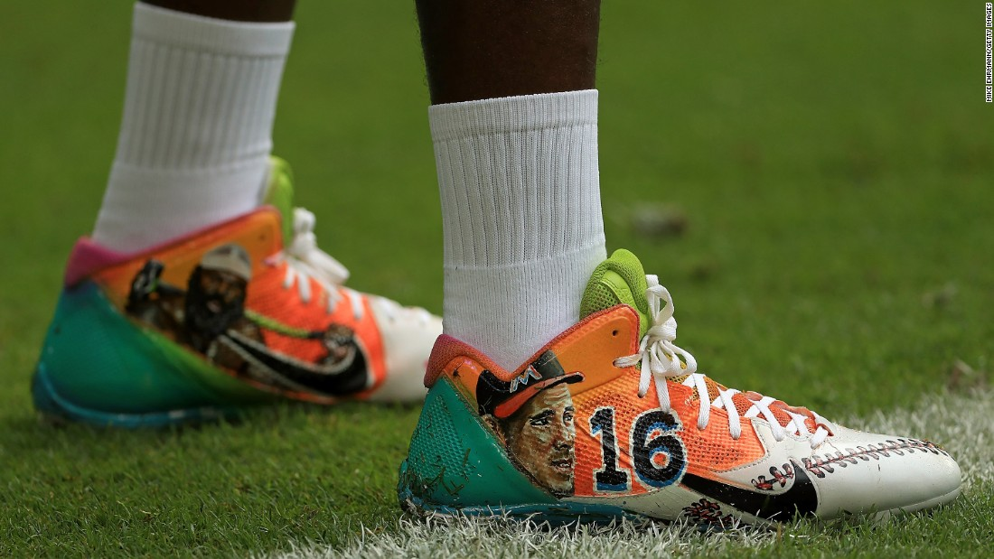 """While playing an NFL game at Miami, Pittsburgh wide receiver Antonio Brown pays homage to two sports figures who passed away at an early age this year. On his cleats were <a href=""""http://www.cnn.com/2016/06/07/sport/kimbo-slice-death/"""" target=""""_blank"""">MMA fighter Kimbo Slice,</a> left, and baseball pitcher Jose Fernandez. Slice, 42, was an Internet sensation from the Miami area. Fernandez, 24, <a href=""""http://www.cnn.com/2016/09/25/us/mlb-pitcher-jose-fernandez-dead/"""" target=""""_blank"""">was an All-Star</a> with the Miami Marlins."""