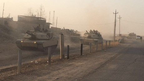 Tanks from the 9th Iraqi armored division advance on Mosul.