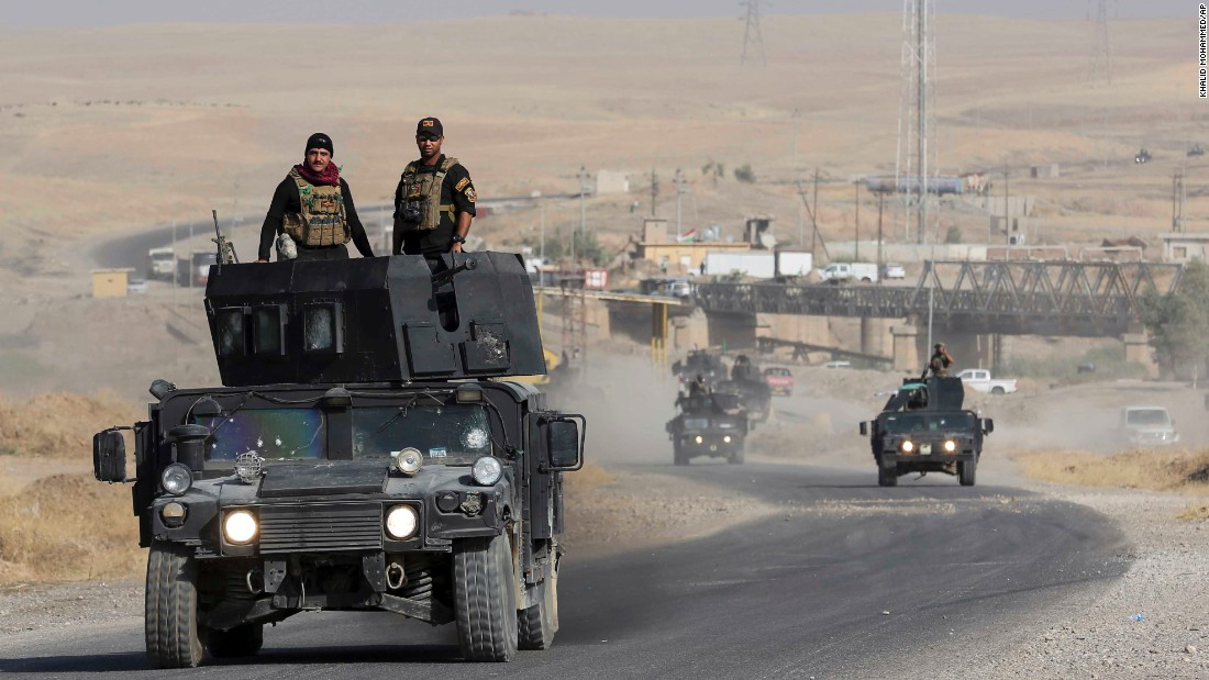 Iraqi special forces advance toward Mosul on Wednesday.