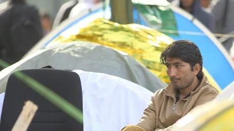 urban refugees paris migrant camp melissa bell pkg_00003211.jpg