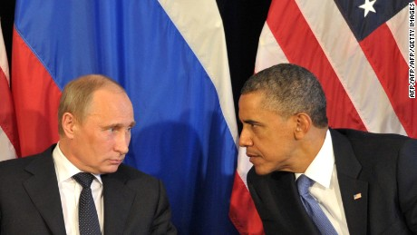 US President Barack Obama (R) meets his Russian counterpart Vladimir Putin (L)  in Los Cabos, Mexico, on June 18, 2012, during the G20 leaders Summit. Obama met today Putin at a G20 summit to discuss differences over what to do about the bloody conflict in Syria. AFP PHOTO/ RIA-NOVOSTI POOL / ALEXEI NIKOLSKY        (Photo credit should read ALEXEI NIKOLSKY/AFP/GettyImages)