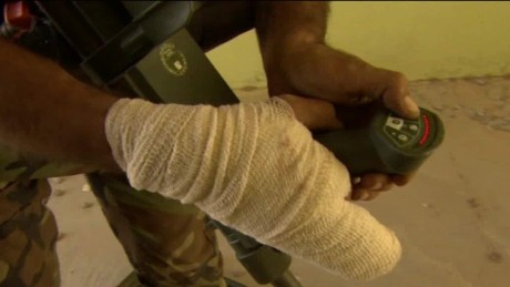 iraq bomb disposal michael holmes pkg_00010809.jpg