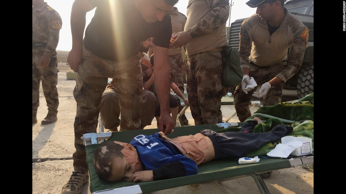 Soldiers give first aid to an injured boy during clashes between Iraq's counterterrorism forces and ISIS militants in Tob Zawa on October 25.