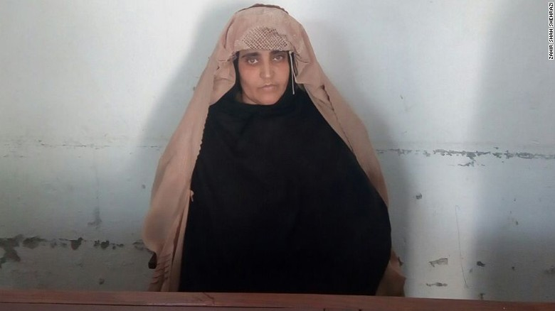 Sharbat Gula in the women's jail of Peshawar.