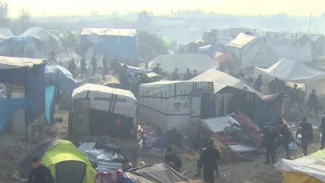 homes torched calais refugee camp dnt bell wrn_00000608.jpg