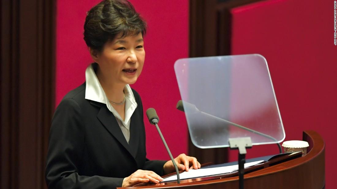 South Korean President Ditches 10 Senior Aides