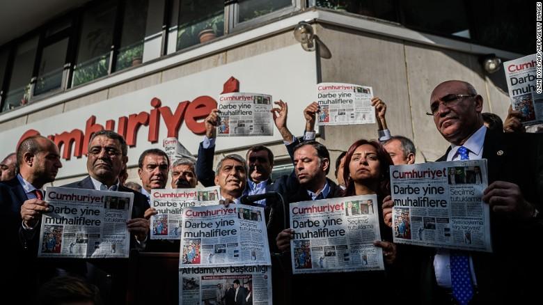Cumhuriyet belangrijkste doelwit nieuwe arrestatiegolf