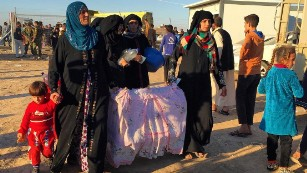 Iraqis flee Mosul fighting