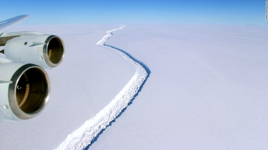 Giant iceberg due to break away