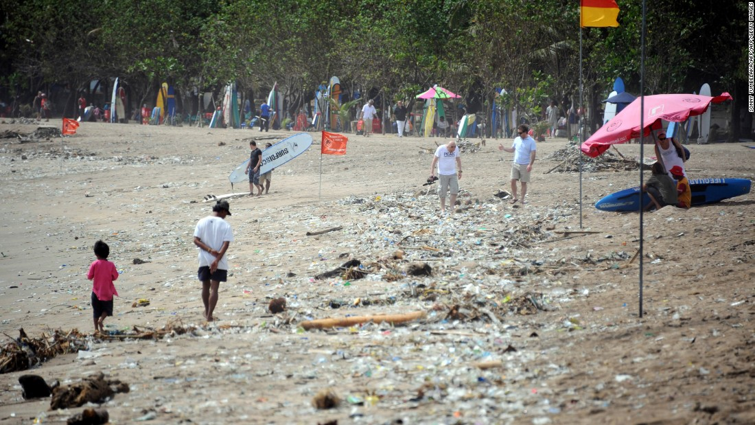 Teenagers get plastic bags banned