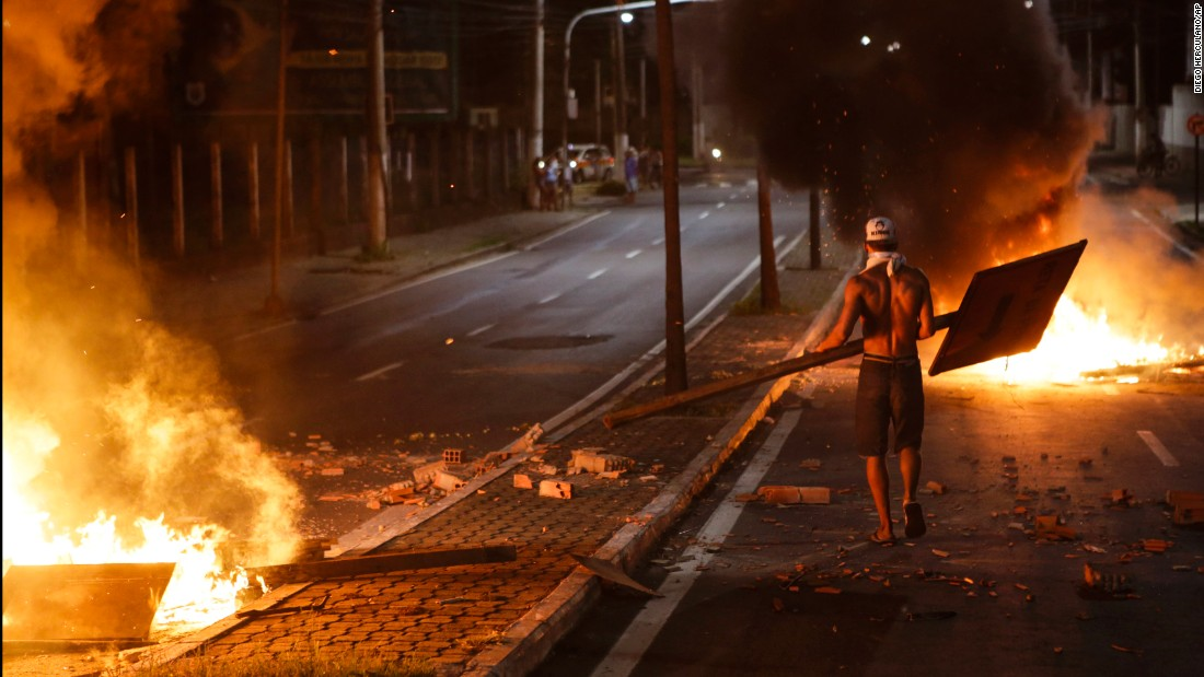 Police suspend strike in Brazilian city
