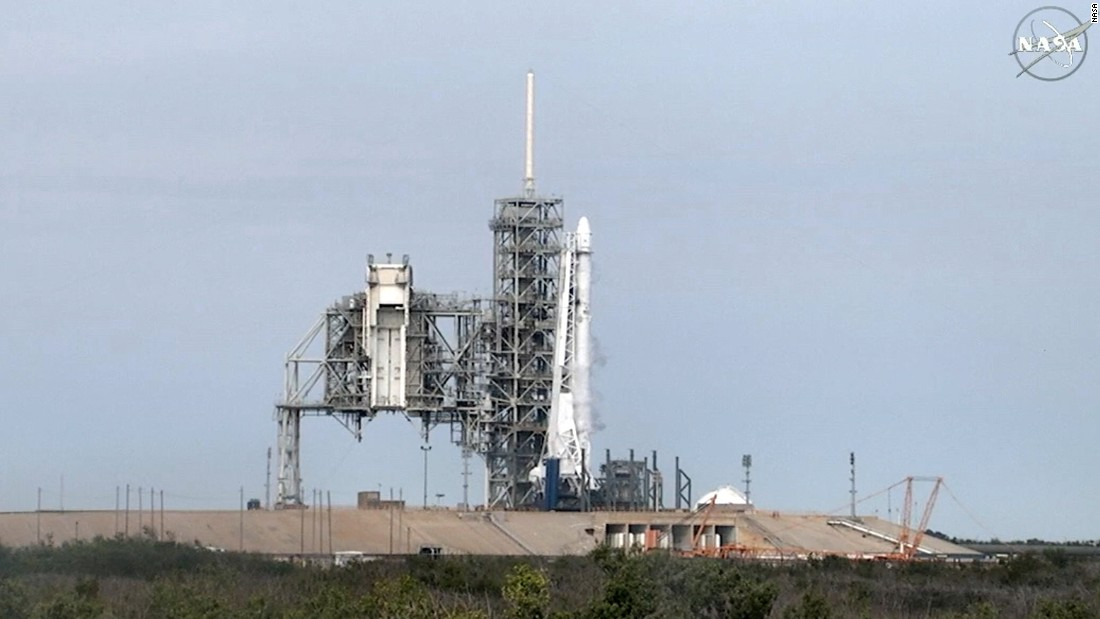 SpaceX aborts flight to space station