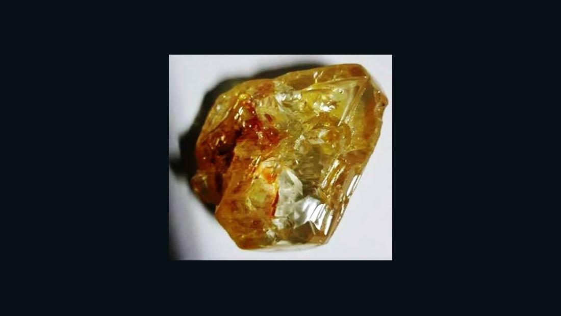 Massive 706-carat diamond unearthed