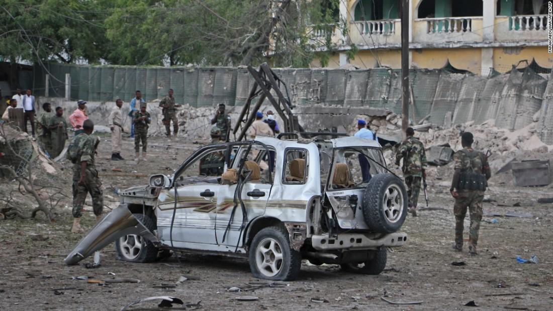 Mogadishu car bombing leaves 10 dead