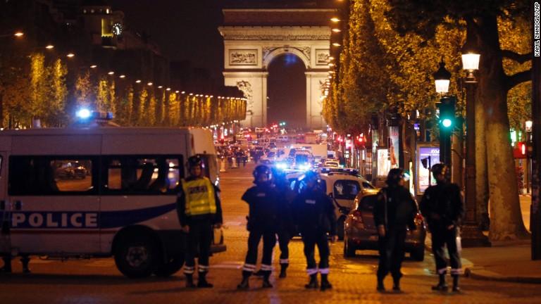 Resultado de imagen para ISIS se atribuyó el ataque de París en donde murió un policía