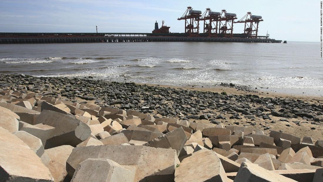 North Korean ships dock in Chinese port despite coal embargo