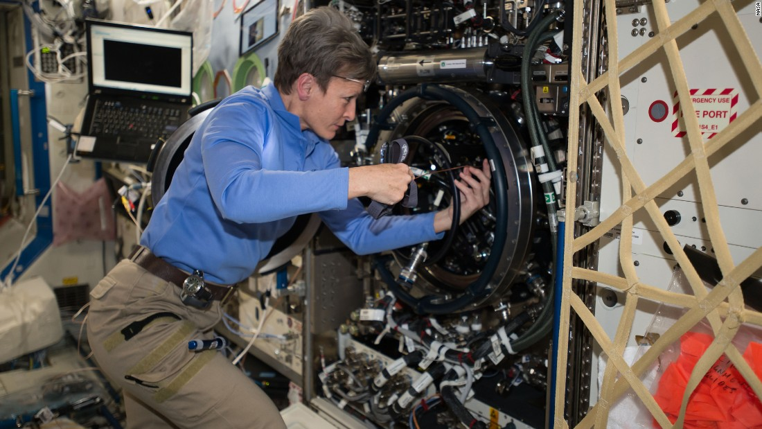 Astronaut Peggy Whitson sets space record