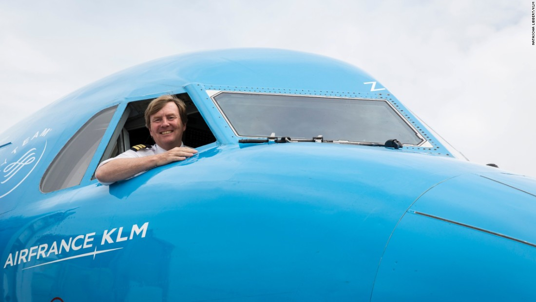 Dutch King secretly piloted passenger flights