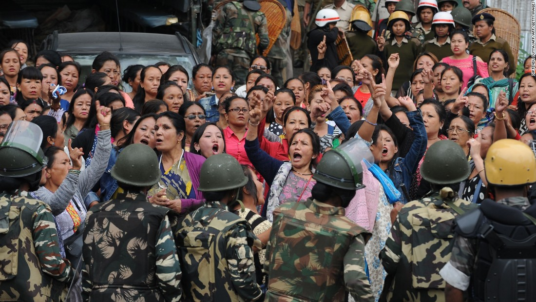 India: Tourists flee as protests spread