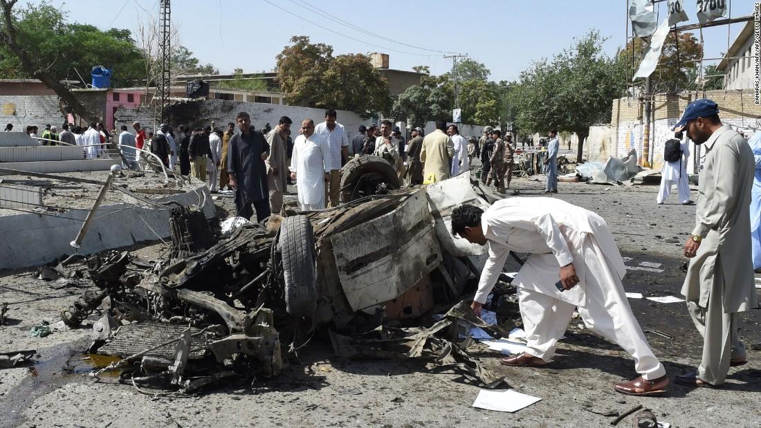 Pakistan car bomb kills 11