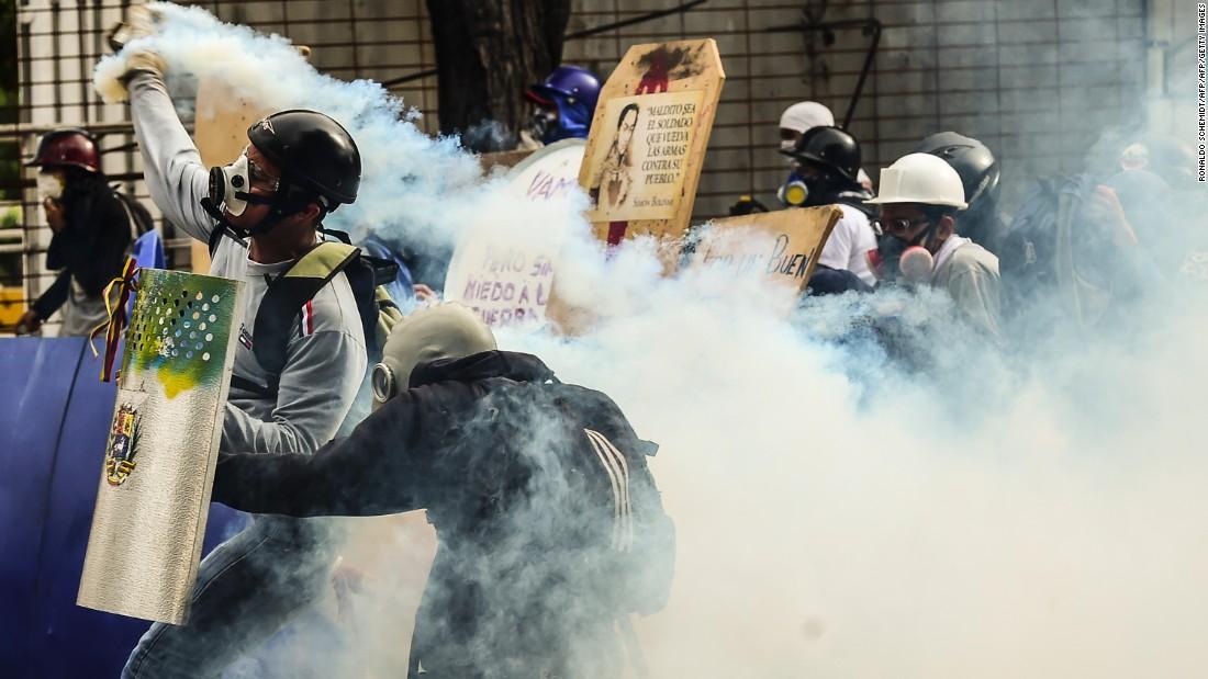 Venezuela: Clashes in Caracas, cracks in unity at UN