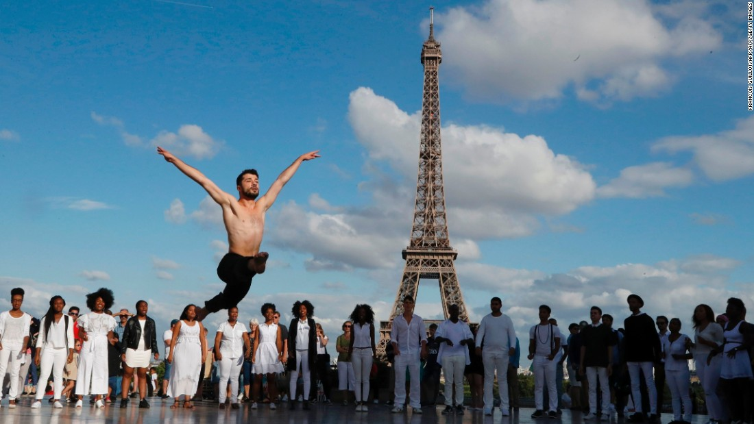 Refugee ballet star performs at Eiffel Tower
