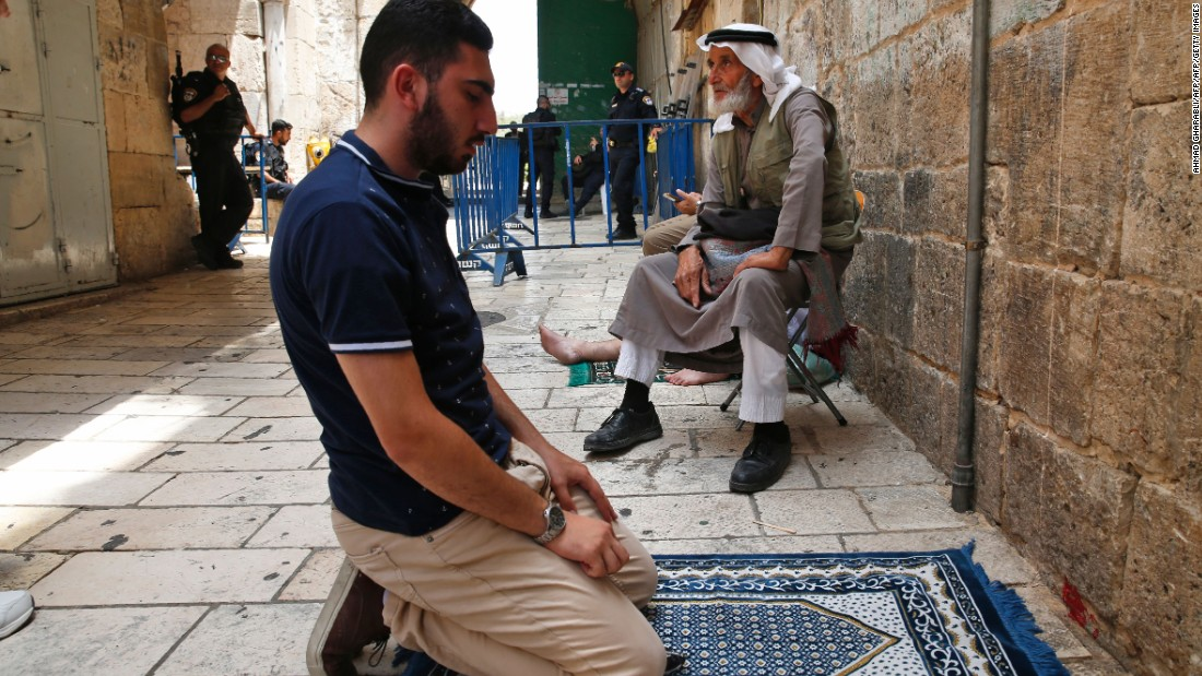 Jerusalem's Muslims to return to pray at Al-Aqsa