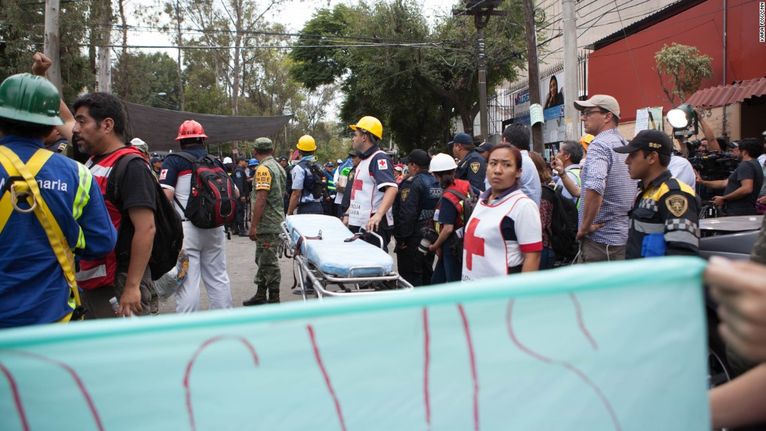 Mexico shrouds its sorrow in solidarity