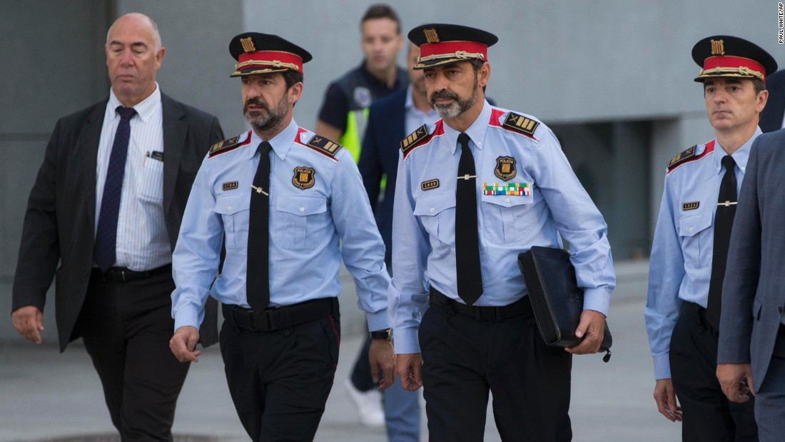 Catalan police chief in court amid independence deadlock