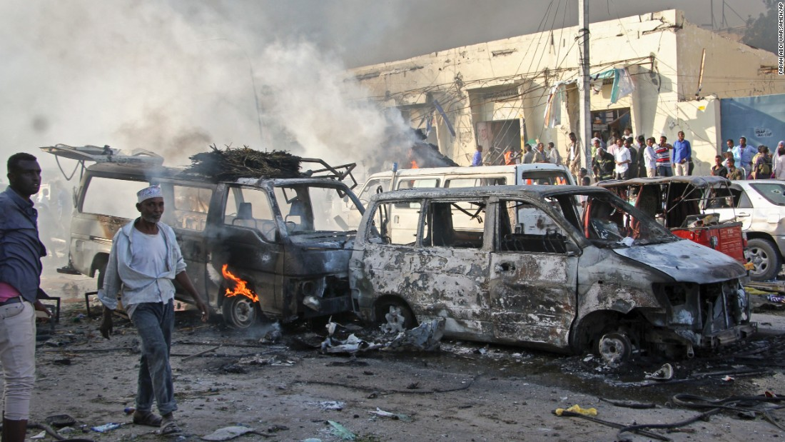 Double car bombing in Somalia kills at least 277 civilians