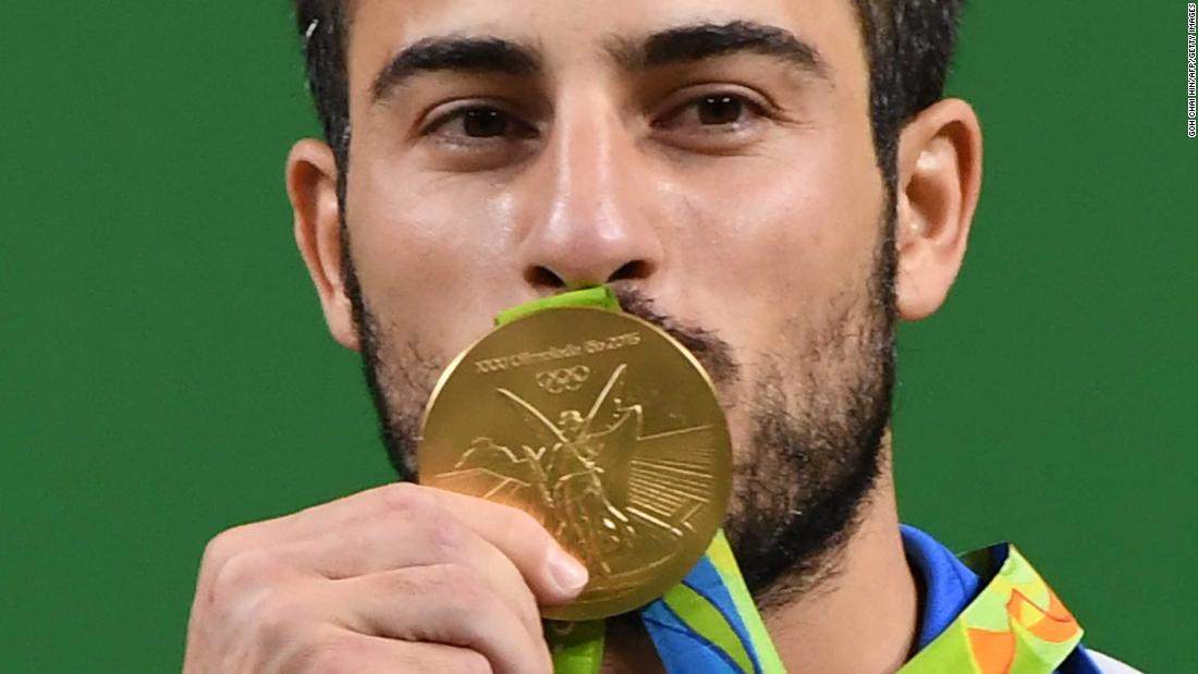 Weightlifter auctions Olympic gold for quake victims